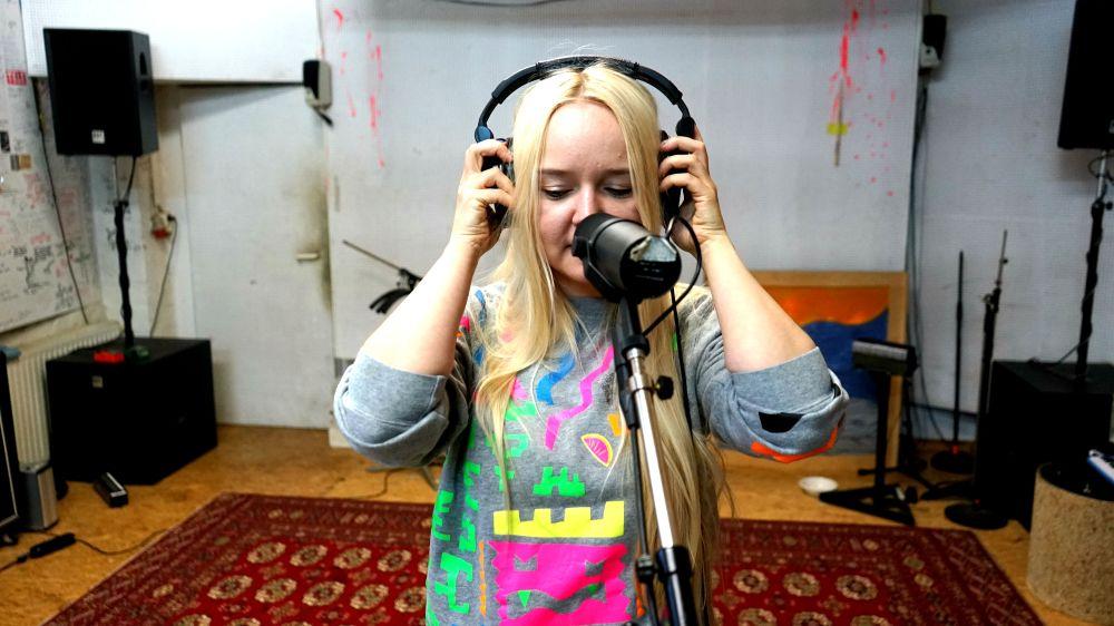 victoria singing bu.jpg